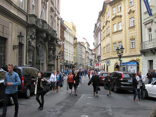 Praag_celetna_shopping_1.JPG