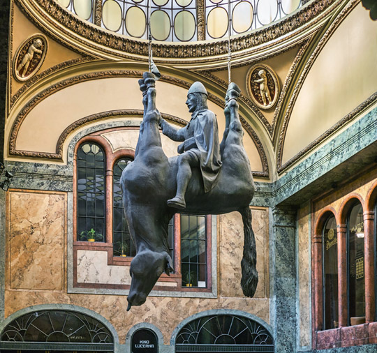 Praag_david-cerny-paard-Lucerna
