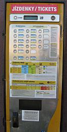 Praag_openbaar vervoer-kaartjesautomaat-tram.JPG