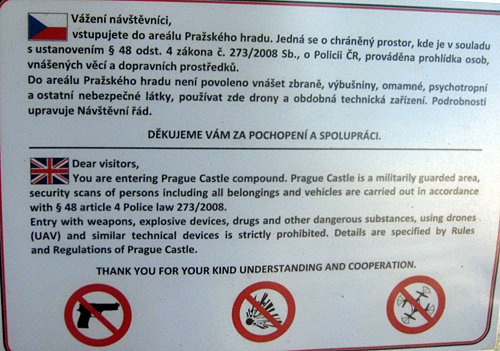 Praag_security_check_prague_castle_1.jpg
