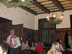 Praag_u-fleku-accordeon-praag.jpg